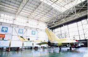 航空工业首架FTC-2000G军贸飞机在贵州安顺航空工业贵飞总装下线